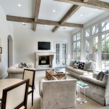 Потолок с балками: основные правила освещения