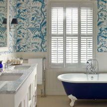 За и против: обои и покраска в ванной?