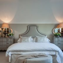 Выбираем прикроватную мебель для спальни